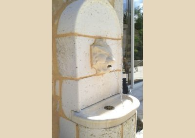 fontaine sculpture lion taille de pierre charente nouvelle aquitaine